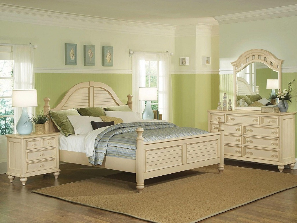 Image of: Antique Bedroom Furniture Stores