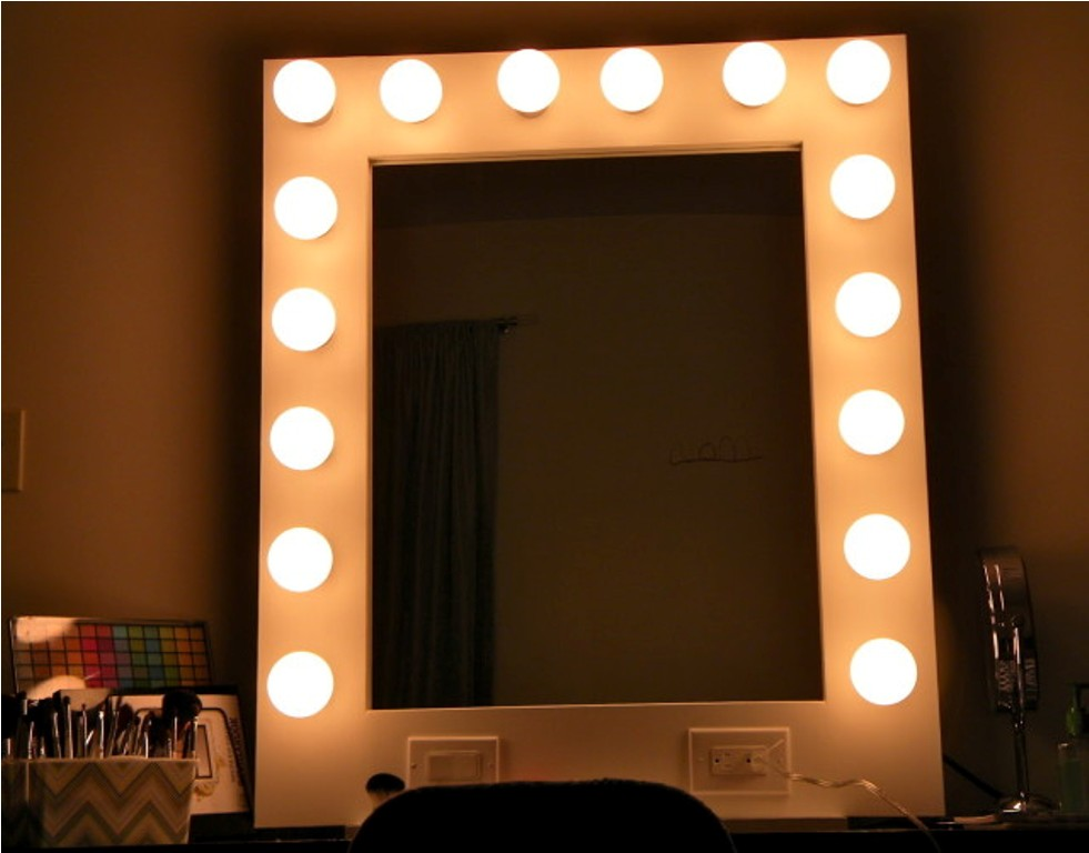 Image of: Antique Table Top Vanity Mirror With Light