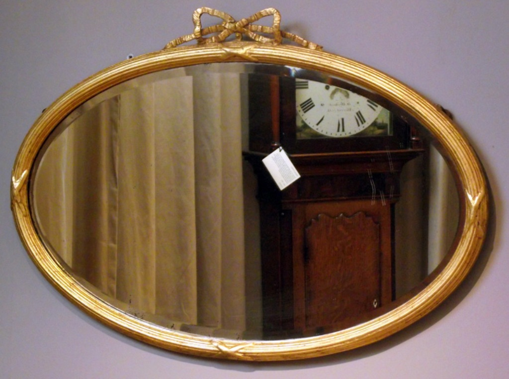 Image of: Antique Wall Mirrors Small Room