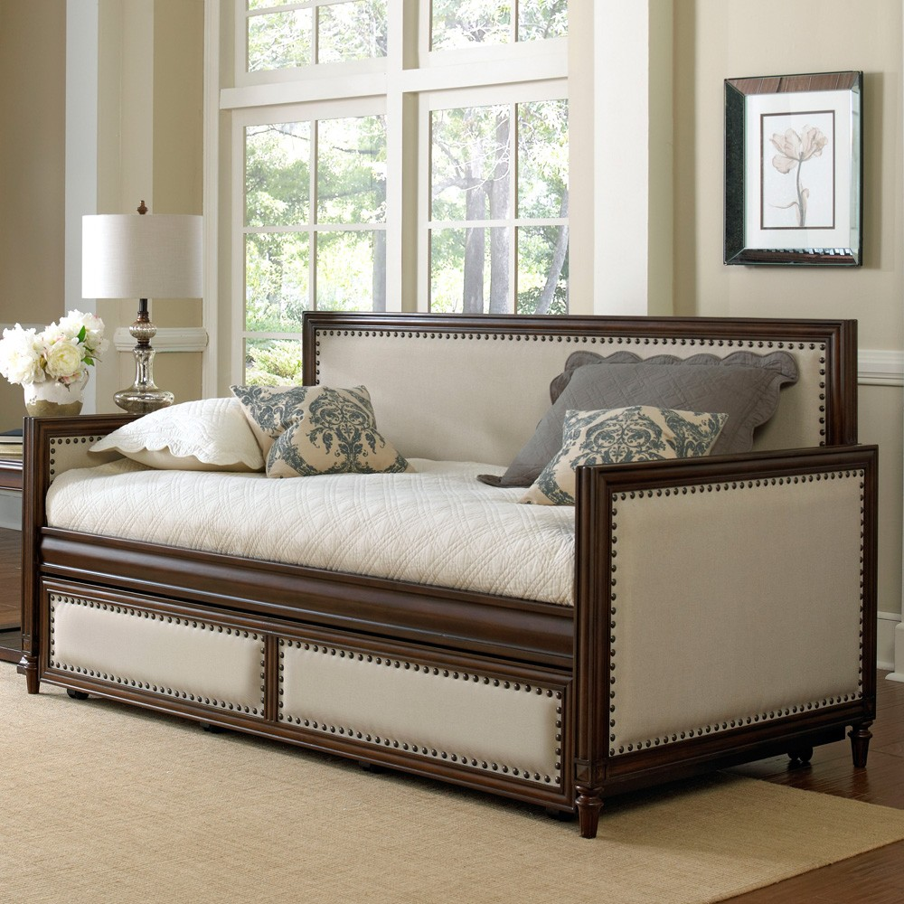 Image of: awesome daybeds with trundle
