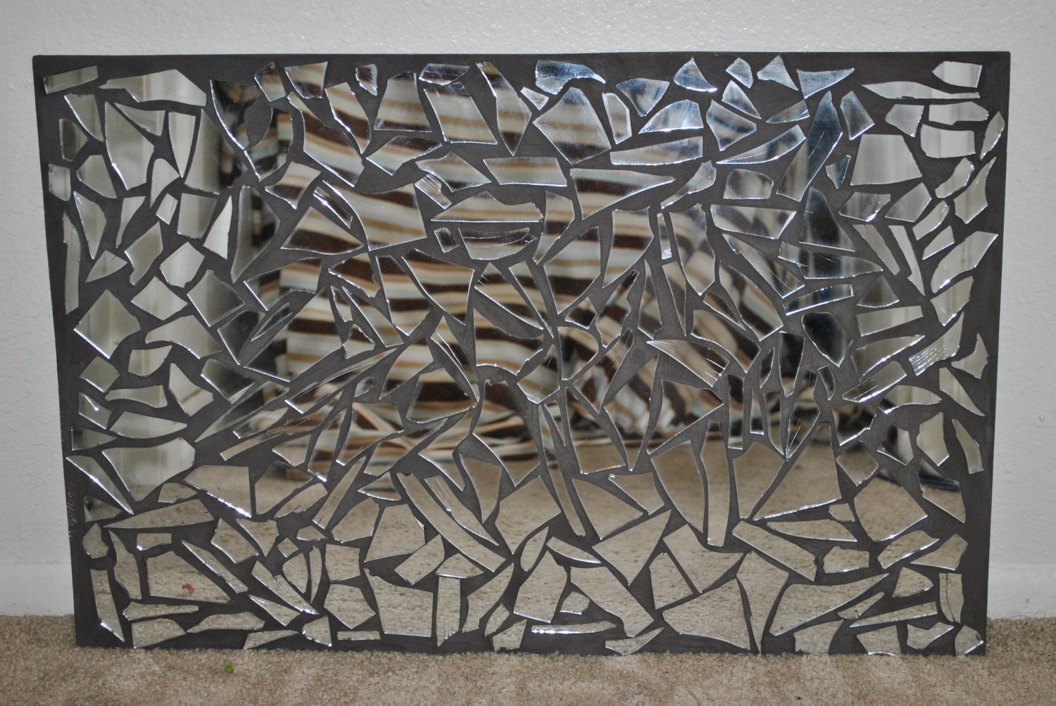 Image of: Awesome Mosaic Mirror Wall Decor