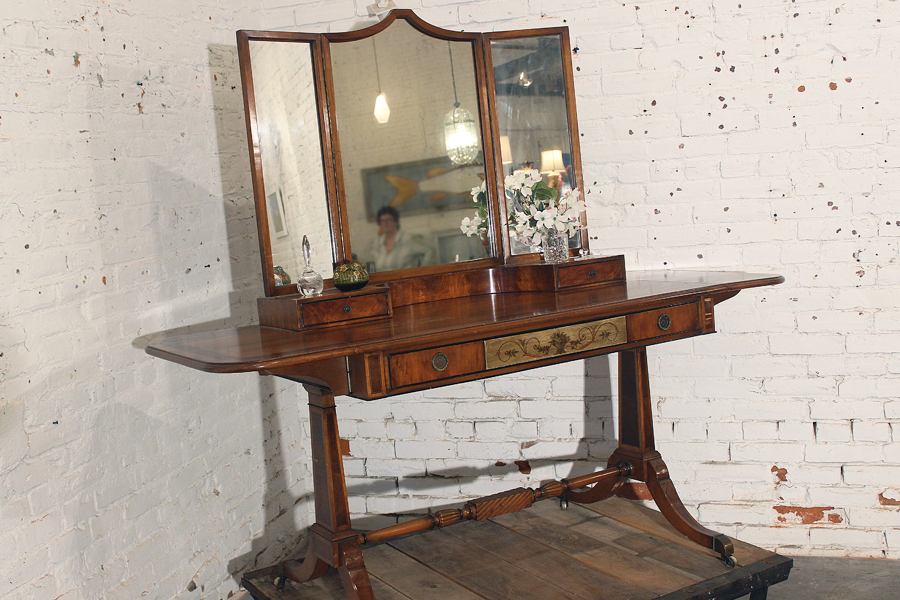 Image of: Awesome Vanity Tri Fold Mirror