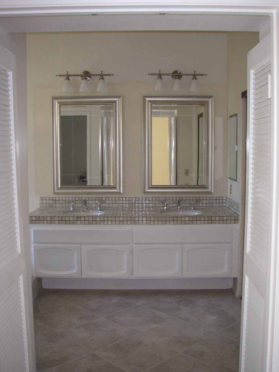Image of: Bathroom Vanity Mirrors Designs