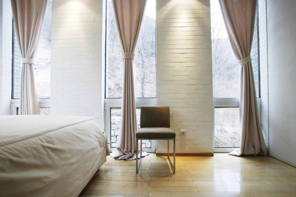 Image of: Beauty Modern Bedroom Curtain Ideas