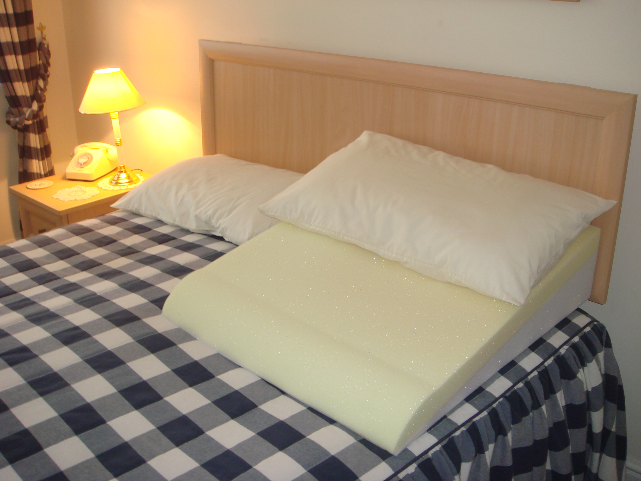 Image of: Bed Wedge Pillow Argos