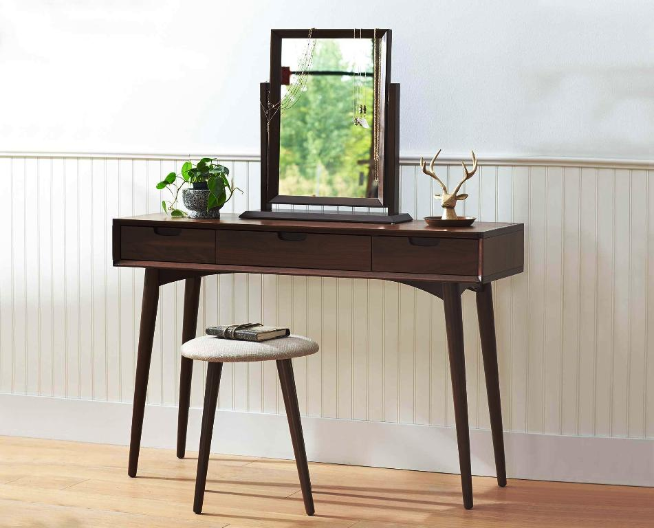 Image of: Bedroom Vanity Table Canada