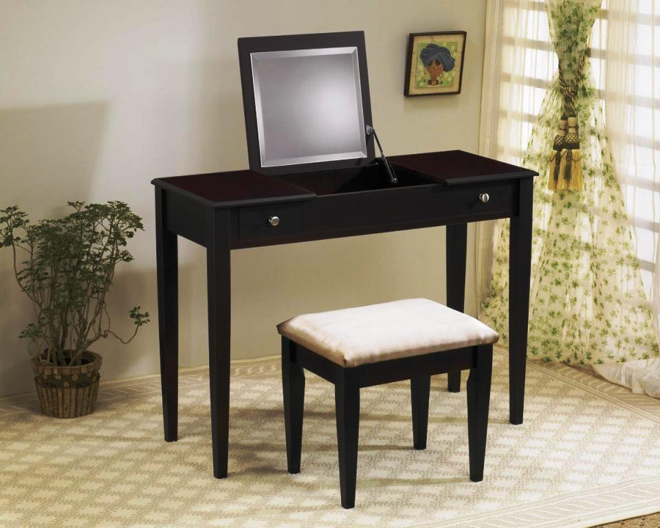 Image of: Bedroom Vanity Table With Lights