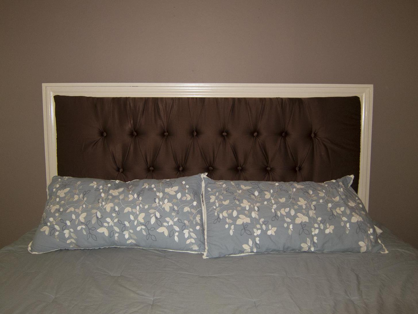 Image of: Beds With Tufted Headboards