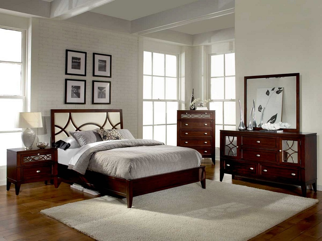 Image of: Best Mirrored Bedroom Furniture Sets