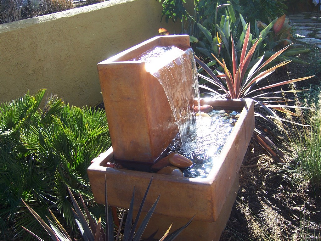 Image of: Best Modern Outdoor Water Fountains