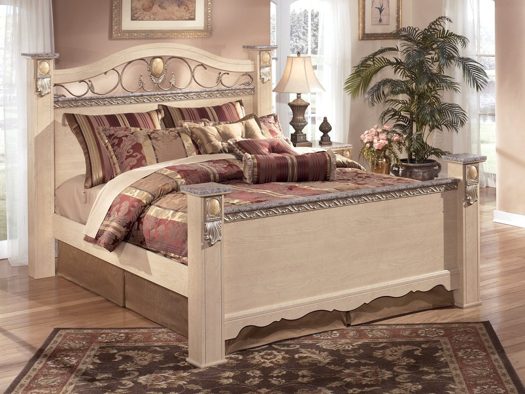 Image of: Bittersweet Metal Sleigh Bedroom Set