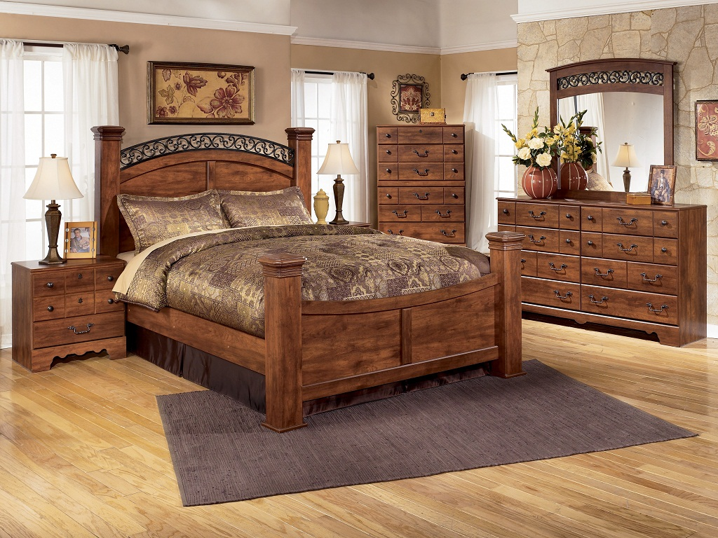 Image of: Bittersweet Queen Panel Bedroom Set