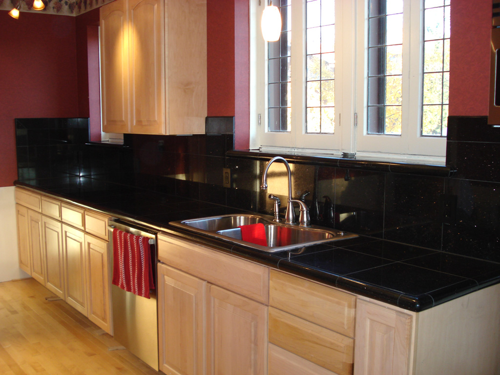 Image of: black glass tile backsplash pictures