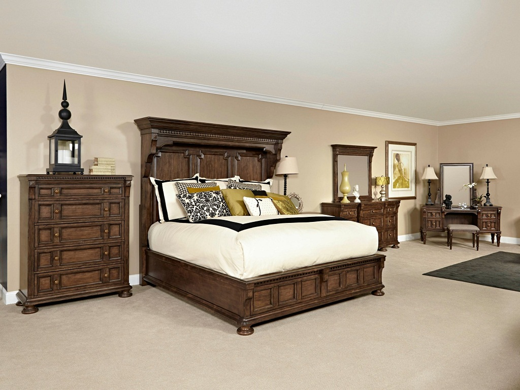 Image of: Broyhill Bedroom Sets Used