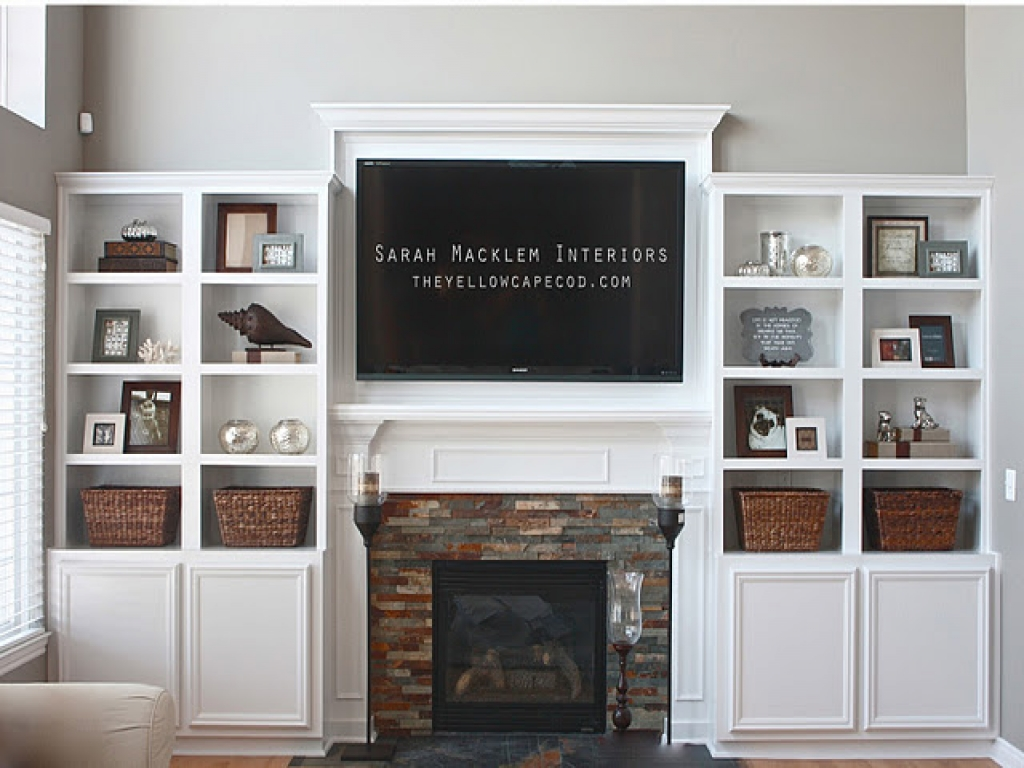 Image of: built in bookshelves around fireplace