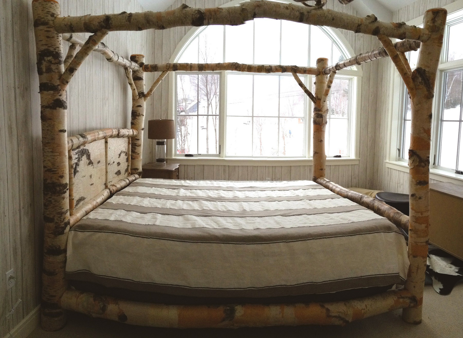 Image of: Canopy Bed Frame Queen Ikea