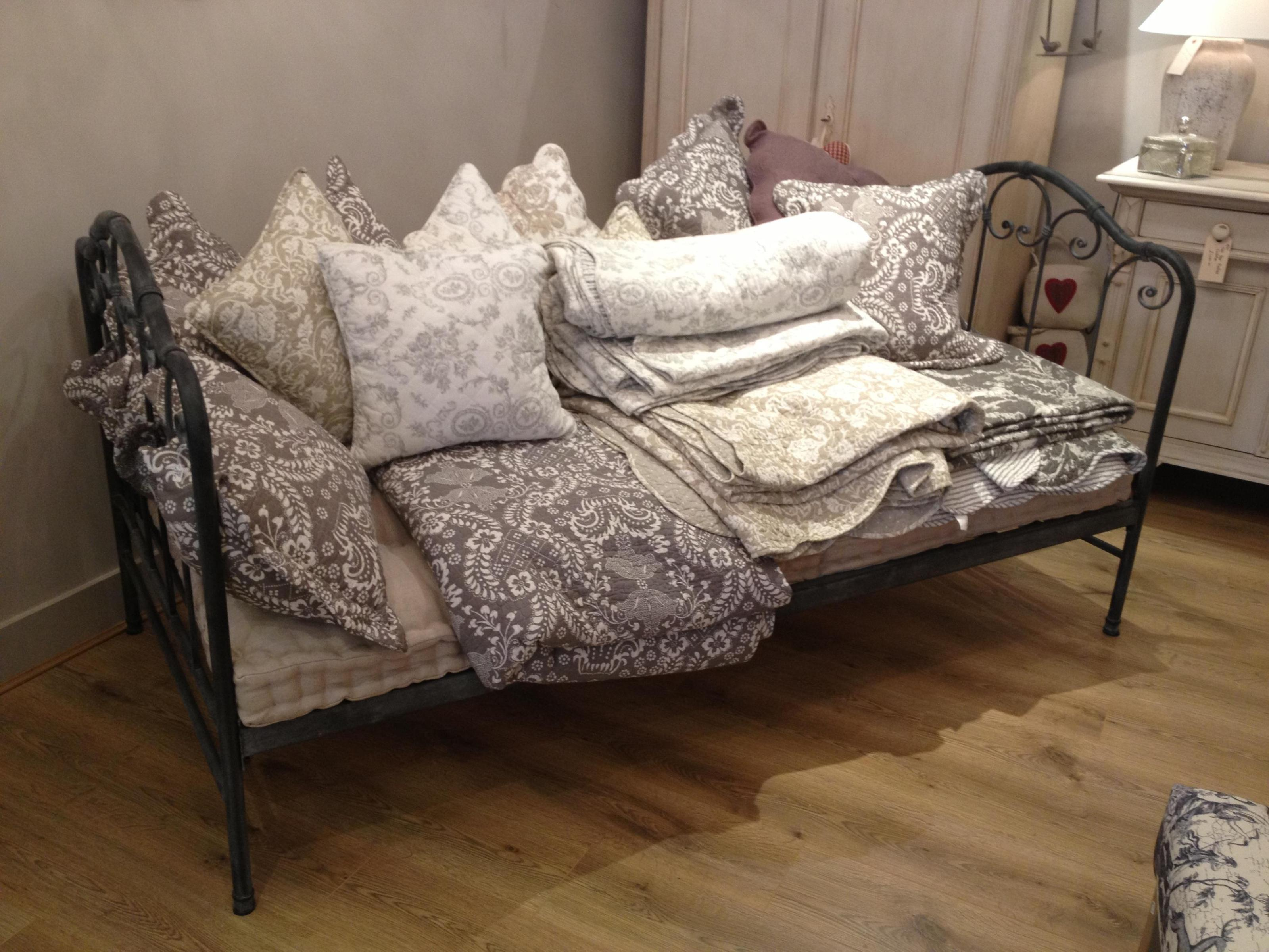 Image of: Cast Iron Daybed
