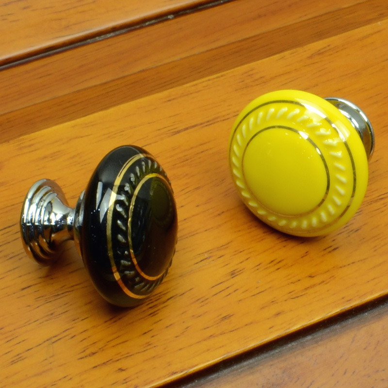 Image of: Ceramic Knobs Cabinet