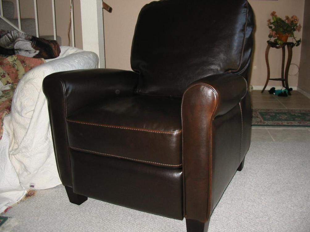 Image of: Chair And A Half Recliner Leather