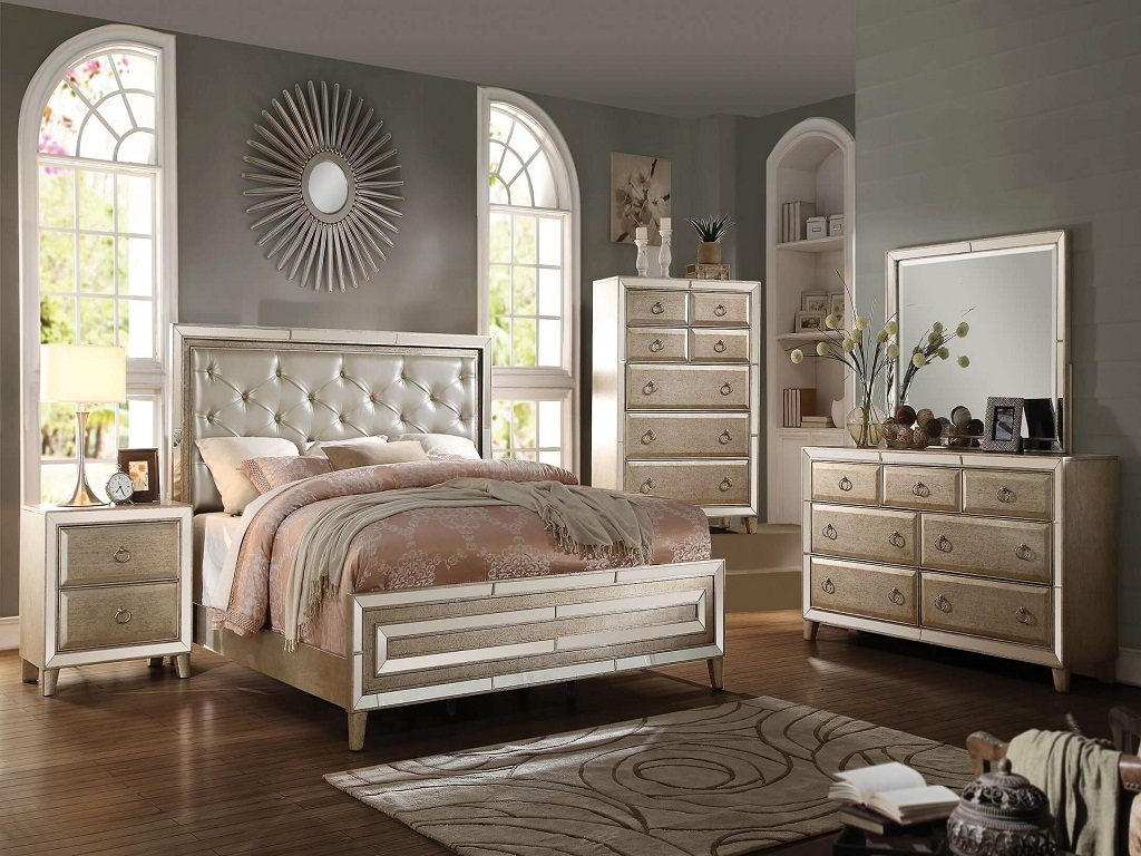 Image of: Cheap Mirrored Bedroom Furniture Sets