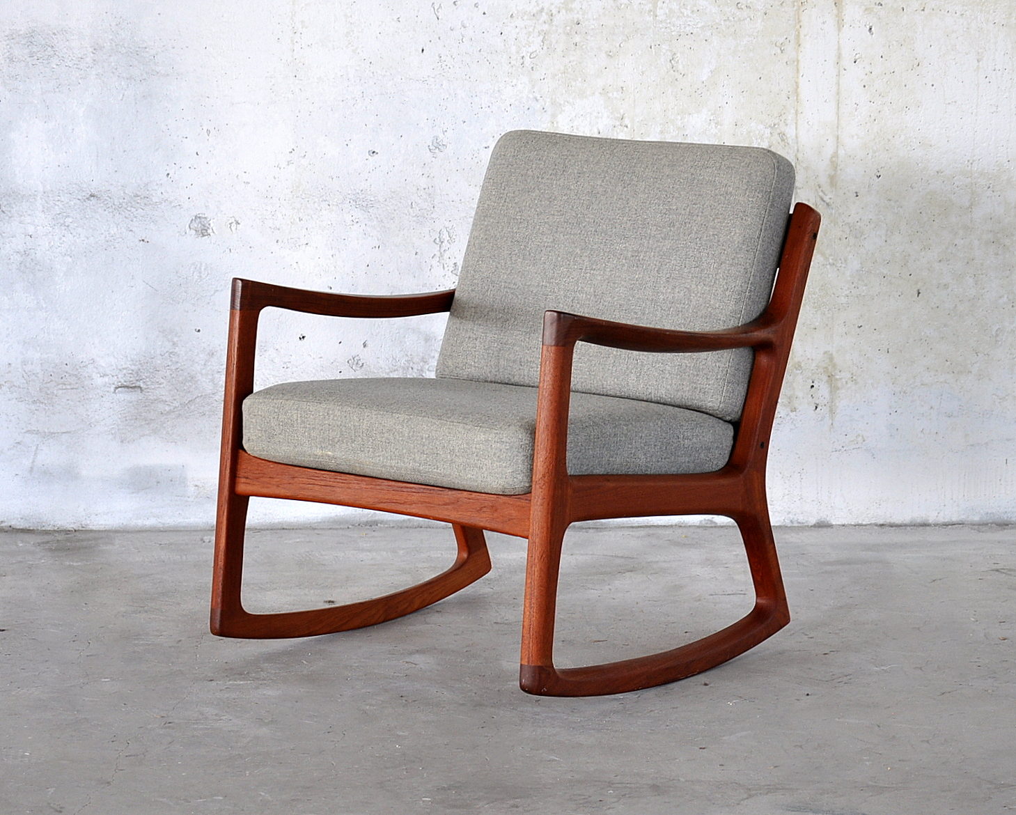Image of: Classic Oversized Rocking Chair