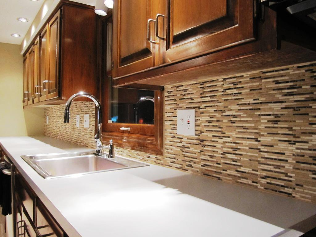 Image of: clear glass tile backsplash pictures