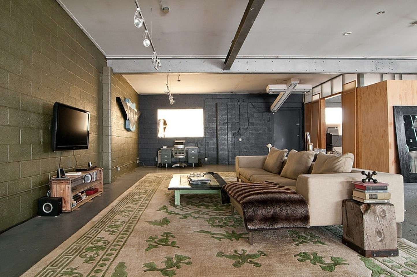 Image of: Converting A Garage Into A Room Cost