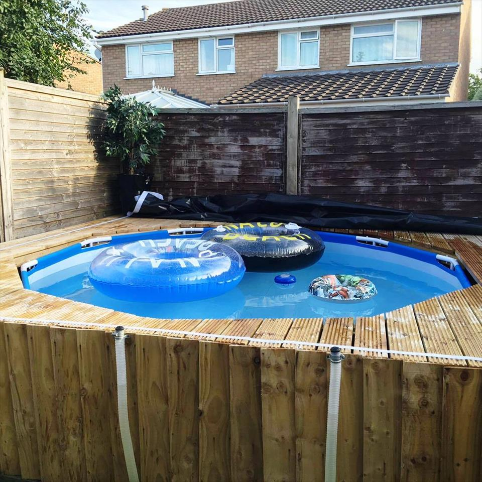 Image of: DIY Pallet Pool Deck