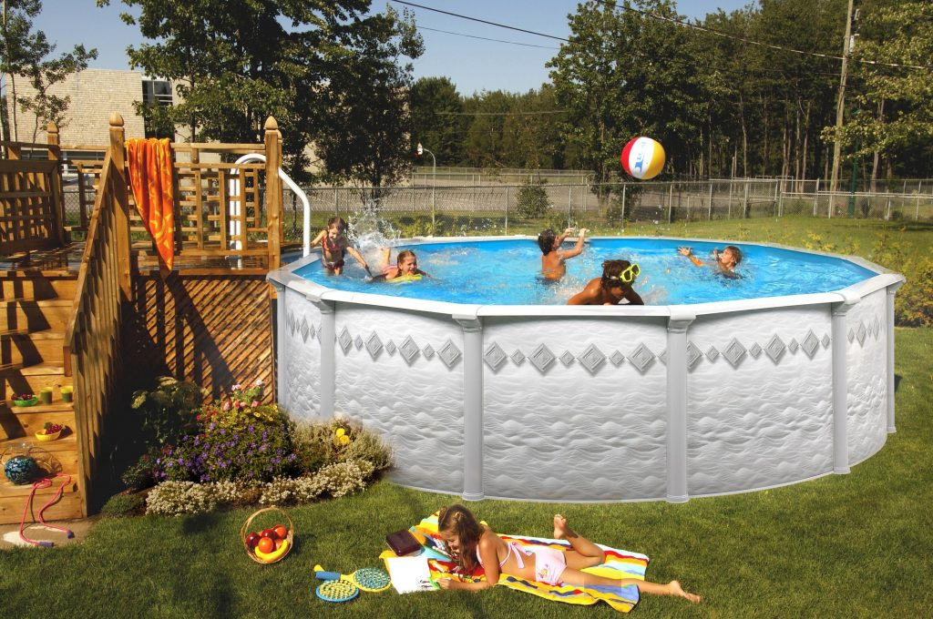 Image of: DIY Small Decks for Above Ground Pools