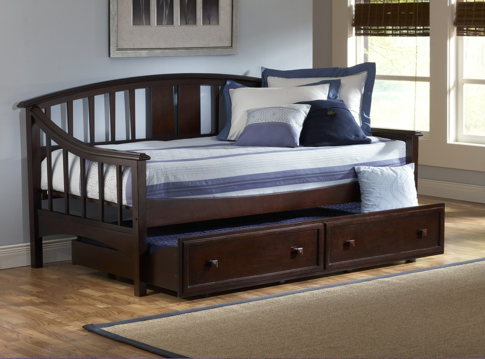 Image of: daybeds with trundle for boy