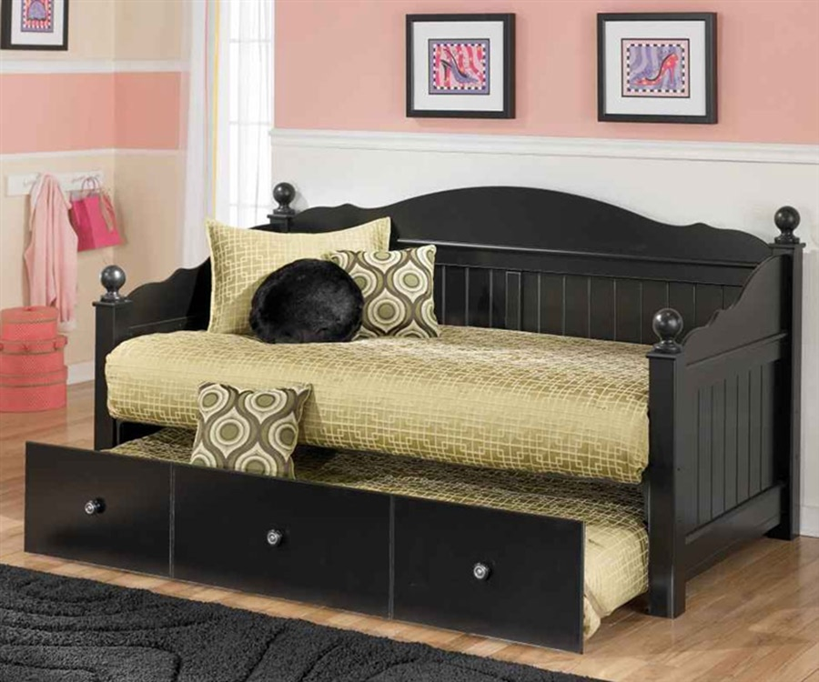 Image of: daybeds with trundle furniture
