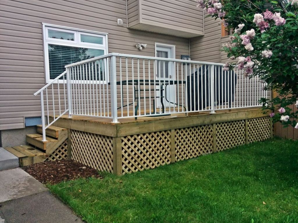 Image of: Deck Skirting Ideas Lattice