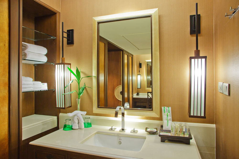 Image of: Decor Framed Bathroom Mirrors