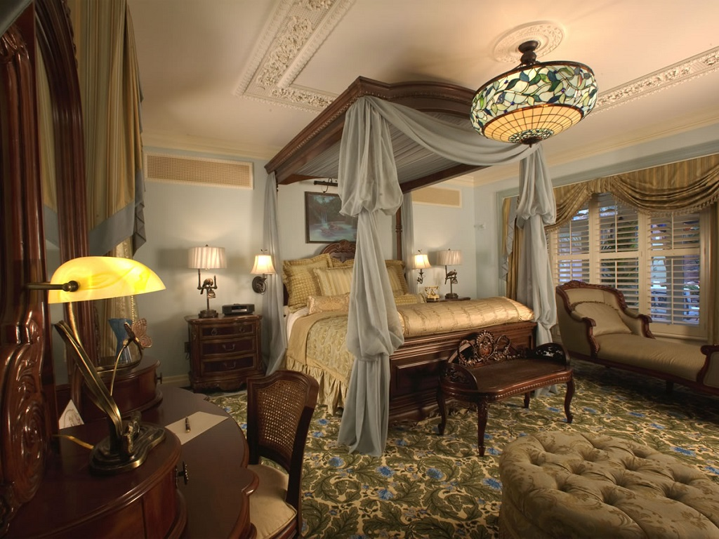 Image of: Decorating Master Bedroom Pictures