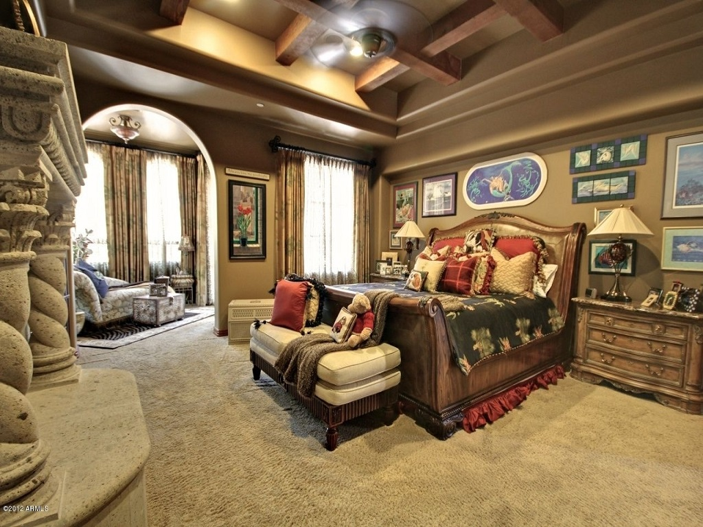 Image of: Decorating Master Bedroom with Dark Furniture