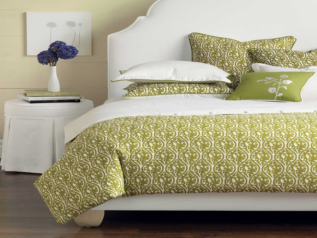 Image of: Decorative Pillows For Bed Coral