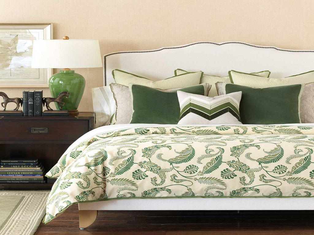 Image of: Decorative Pillows For Bed Green