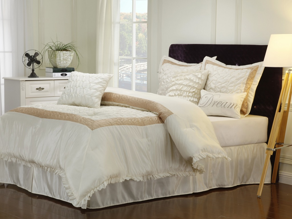 Image of: Decorative Pillows For Bed Ideas