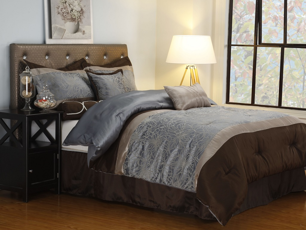 Image of: Decorative Pillows For Bedroom