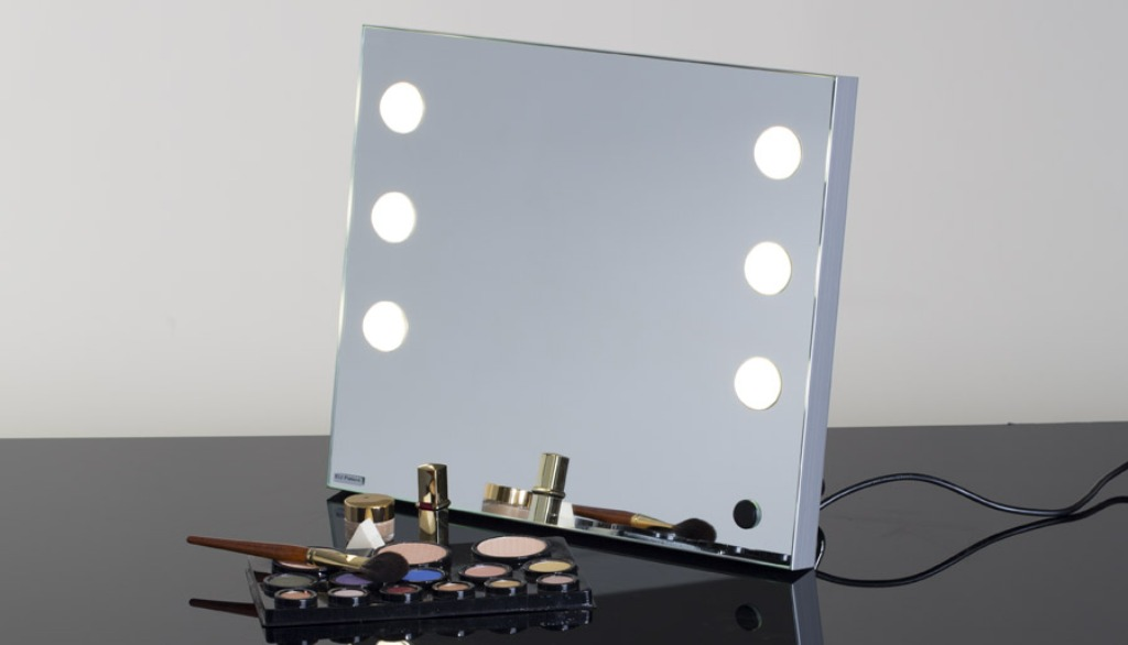 Image of: Design Table Top Vanity Mirror With Light