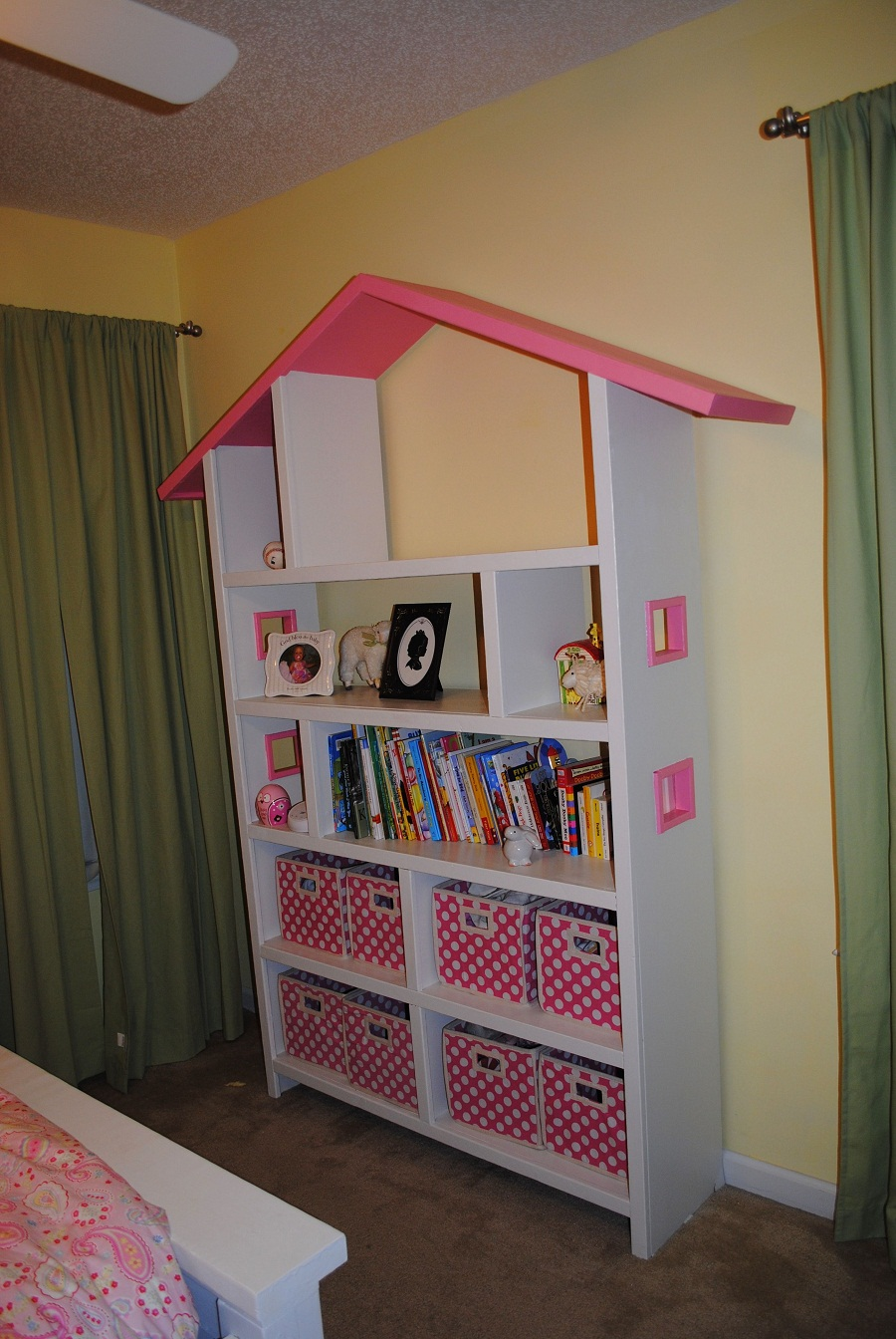 Image of: Dollhouse Bookcase Decor