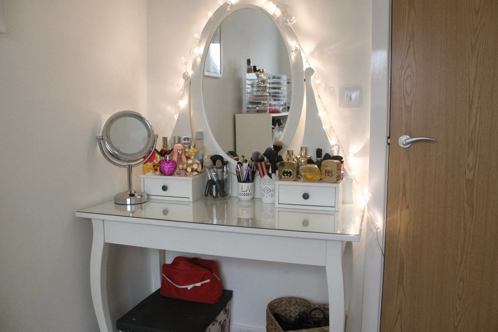 Image of: Elegant Table Top Vanity Mirror With Light