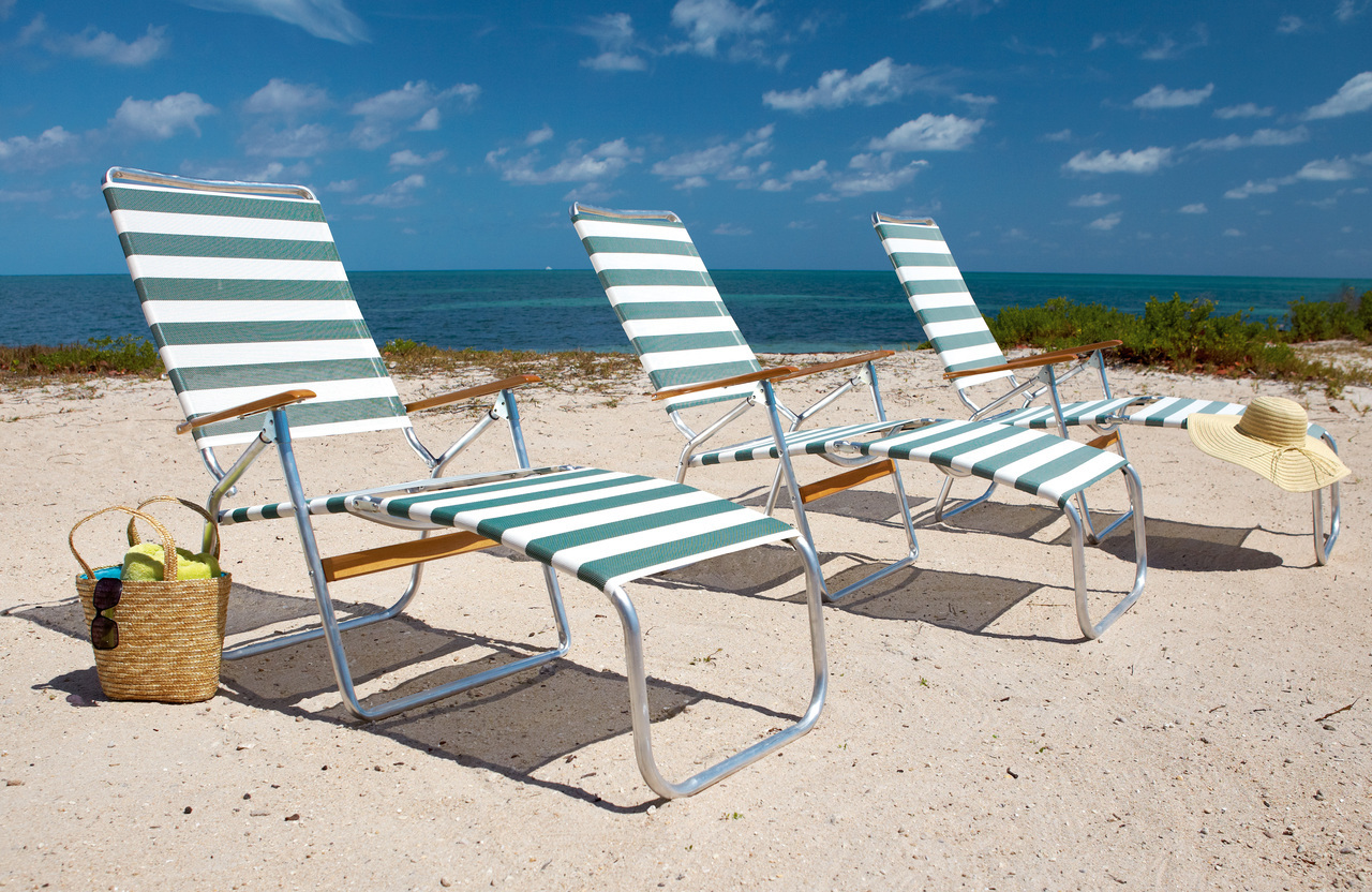 Image of: Folding Chaise Lounge Chair Design