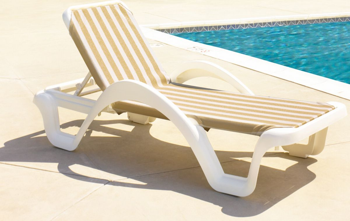 Image of: Folding Chaise Lounge Chair Ideas