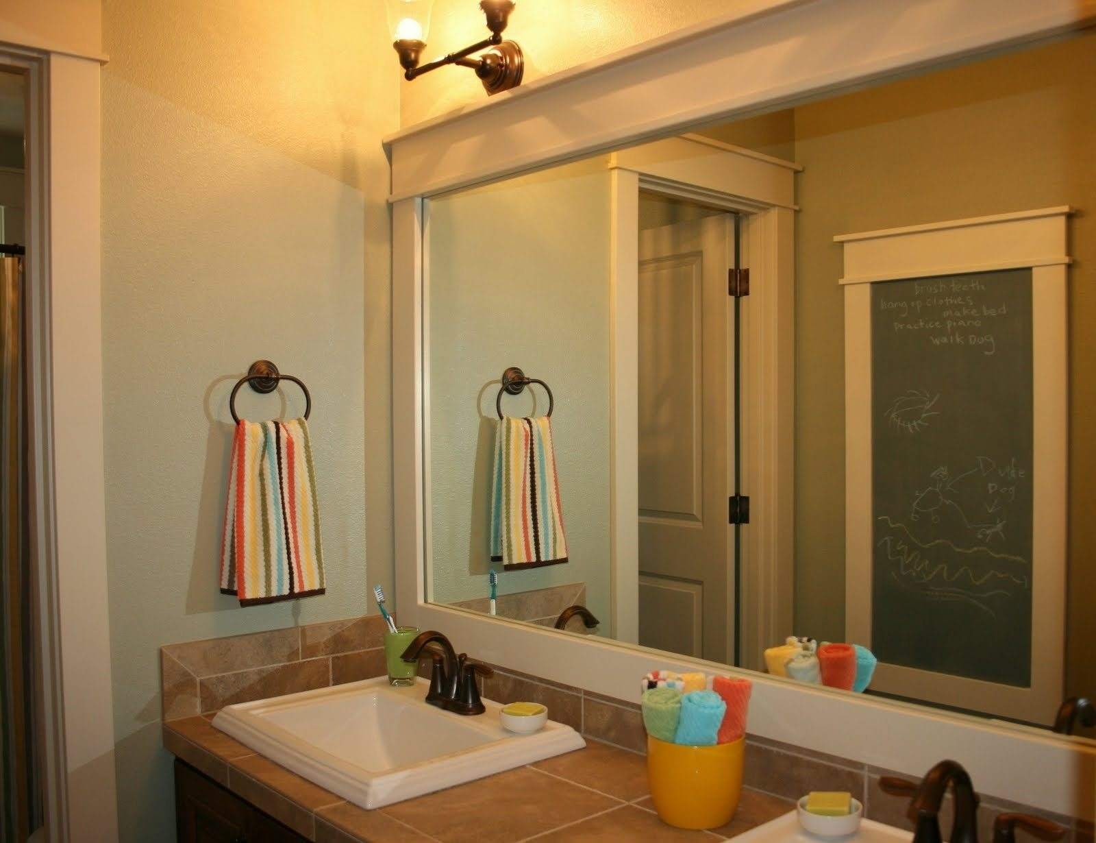 Image of: Framed Bathroom Mirrors Decorations