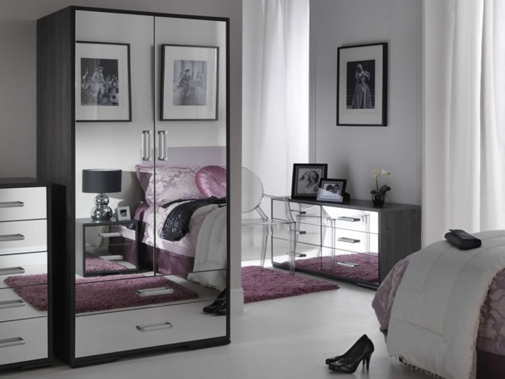 Image of: Glass Mirrored Bedroom Furniture Sets