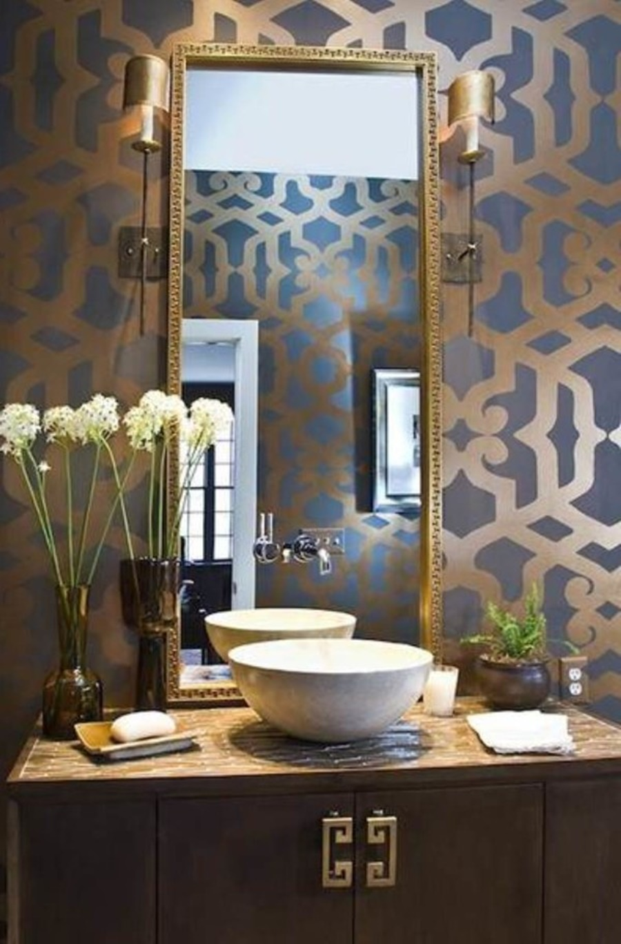 Image of: Gold Framed Wall Mirror Ideas