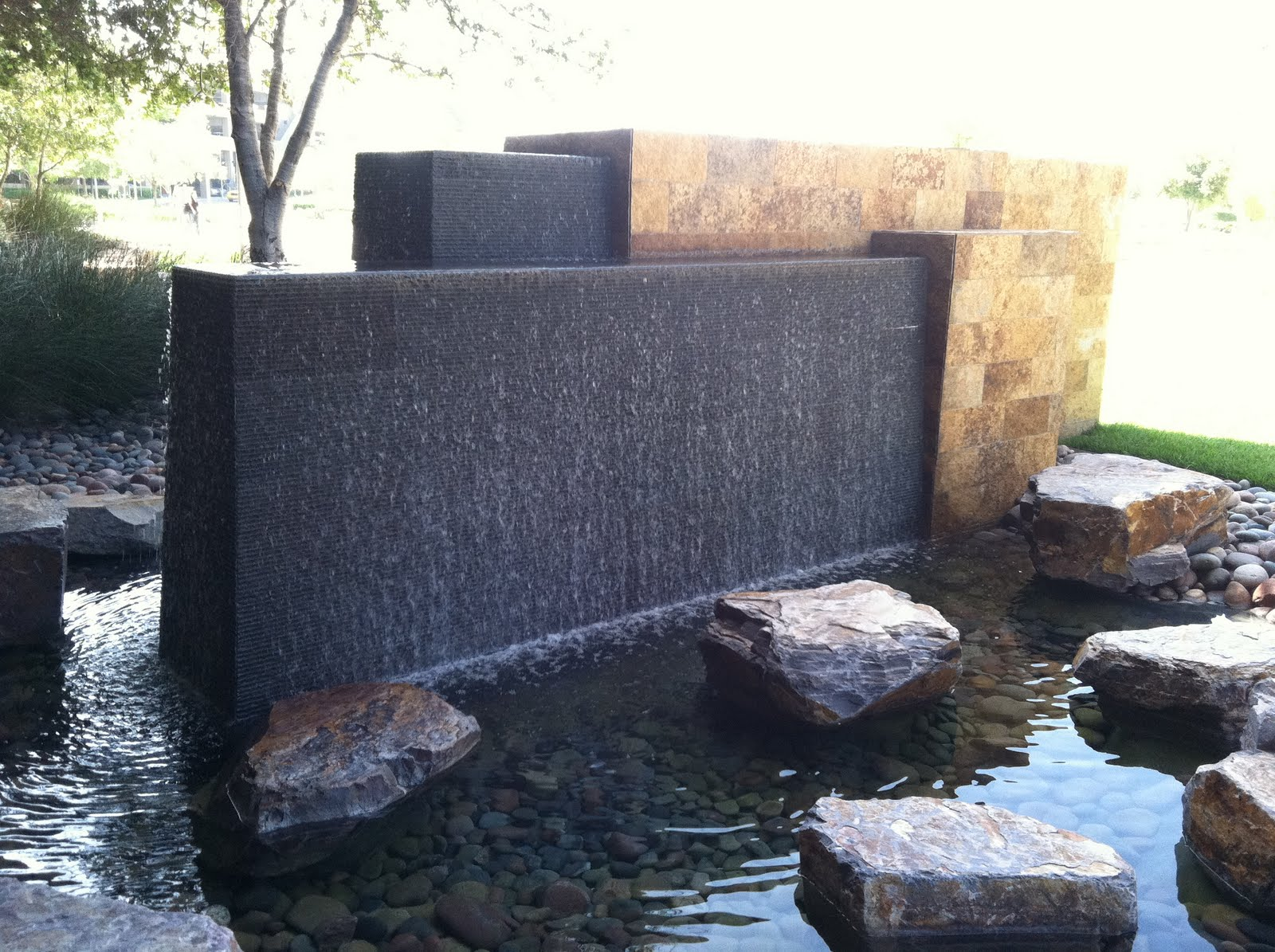 Image of: Good Modern Outdoor Water Fountains