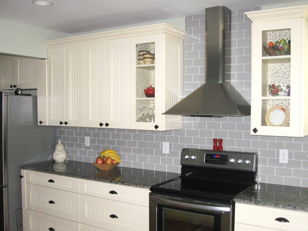 Image of: gray glass tile backsplash pictures