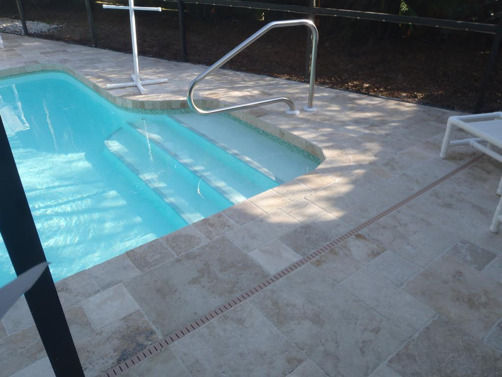 Image of: Grey Travertine Pool Deck